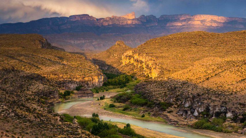 「リオ・グランデ川とシエラ・デル・カルメン山脈」米国テキサス州, ビッグ・ベンド国立公園