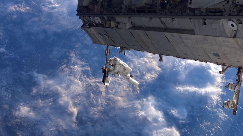 「2006年のISS船外活動」国際宇宙ステーション