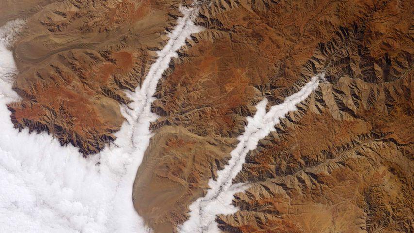 「アカリ川とヤウカ川にかかる雲」ペルー太平洋岸