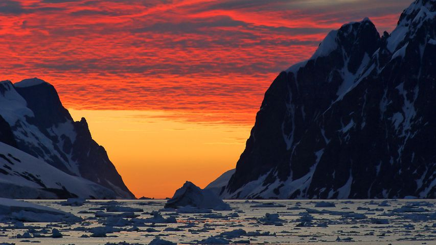 「南極半島の空」南極大陸