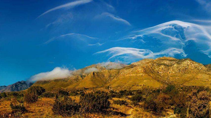 「グアダルーペ山脈の巻雲」アメリカ, テキサス州