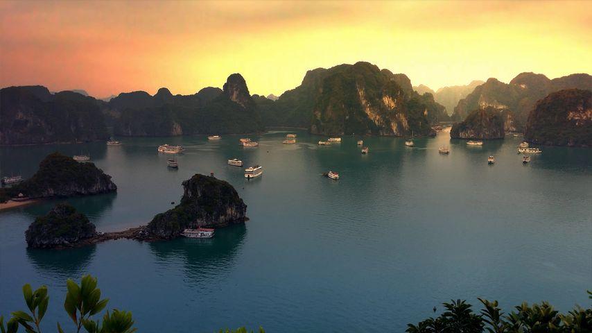 「ハロン湾の日没」ベトナム
