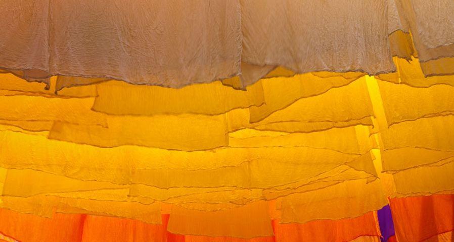 「スークの染色布」モロッコ, マラケシュ