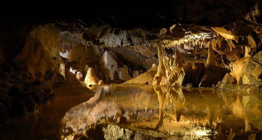 「チェダー渓谷の洞窟」イギリス, サマセット