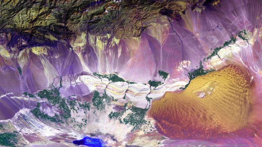 「空から見たトルファン盆地」中国, 新疆ウイグル自治区