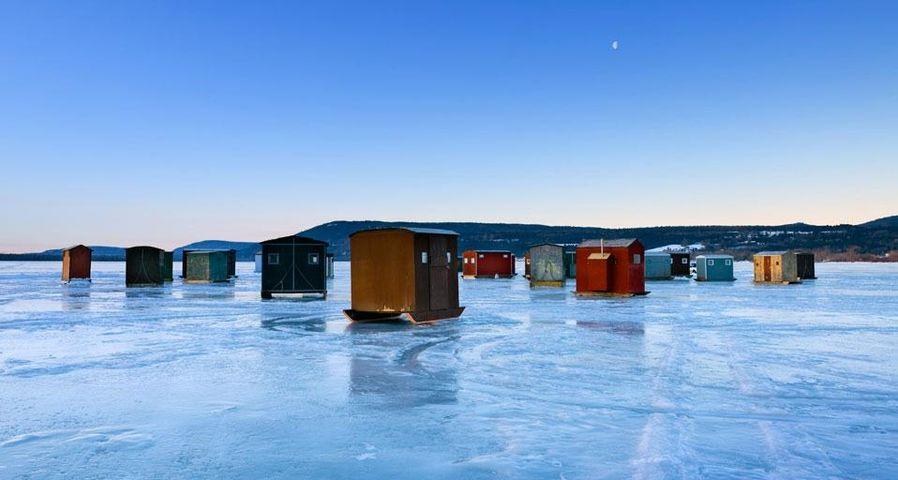 「氷上穴釣り小屋」アメリカ, ニューヨーク州