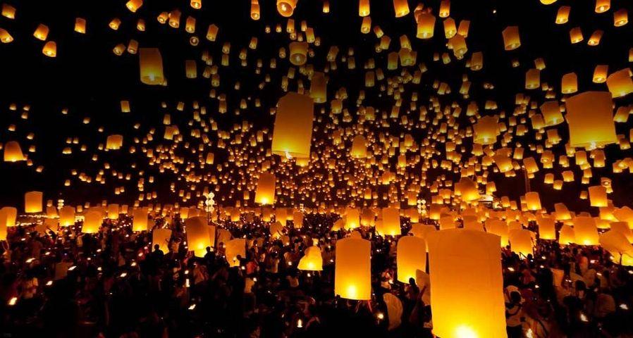 「イーペン祭り」タイ, チェンマイ