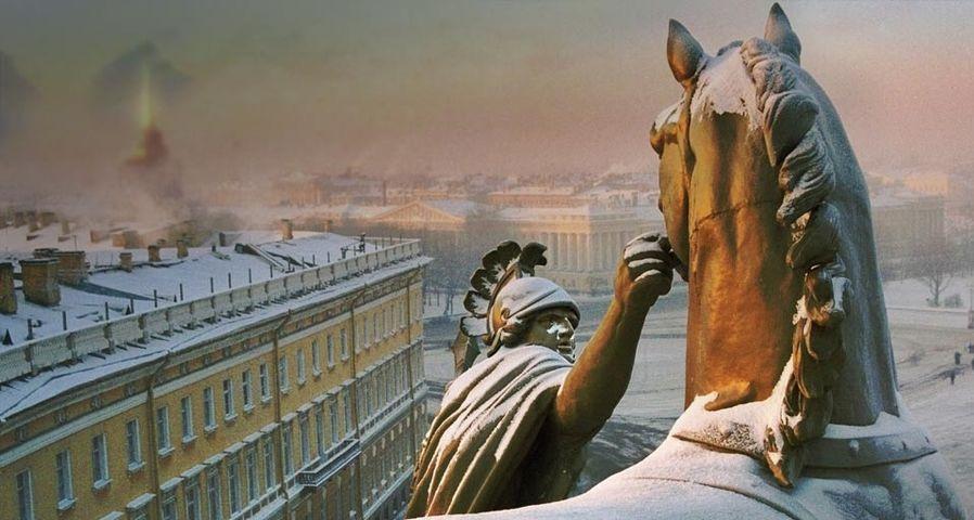 「冬の旧参謀本部」ロシア, サンクトペテルブルグ, 宮殿広場
