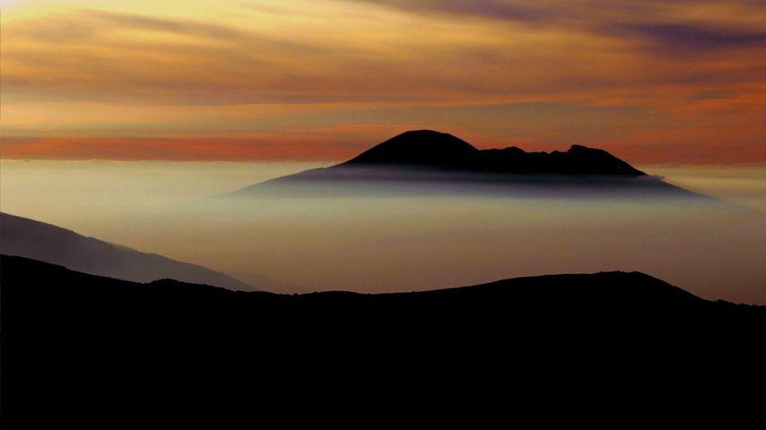 「ヴェズーヴィオ山」イタリア, ナポリ湾岸