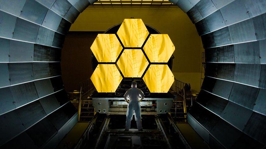 「試験中のジェイムズ・ウェッブ宇宙望遠鏡」