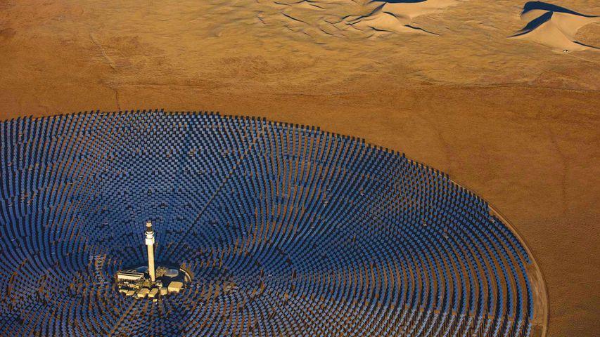 「クレセント・デューンズ太陽熱発電所」米国ネバダ州