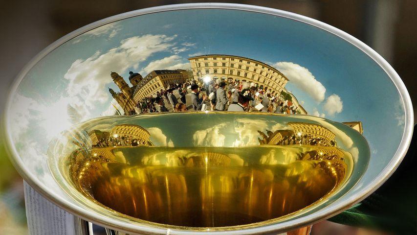 「街を映すホルン」ドイツ, ミュンヘン