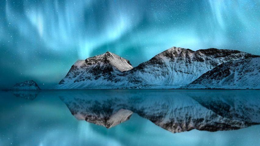 「ロフォーテン諸島のオーロラ」ノルウェー