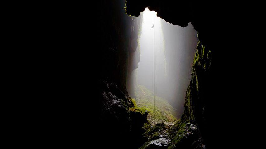 「ワイトモ鍾乳洞」ニュージーランド