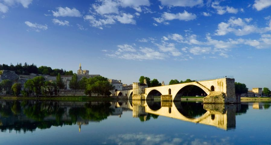 「アヴィニョン教皇庁とサン・ベネゼ橋」フランス, アヴィニョン