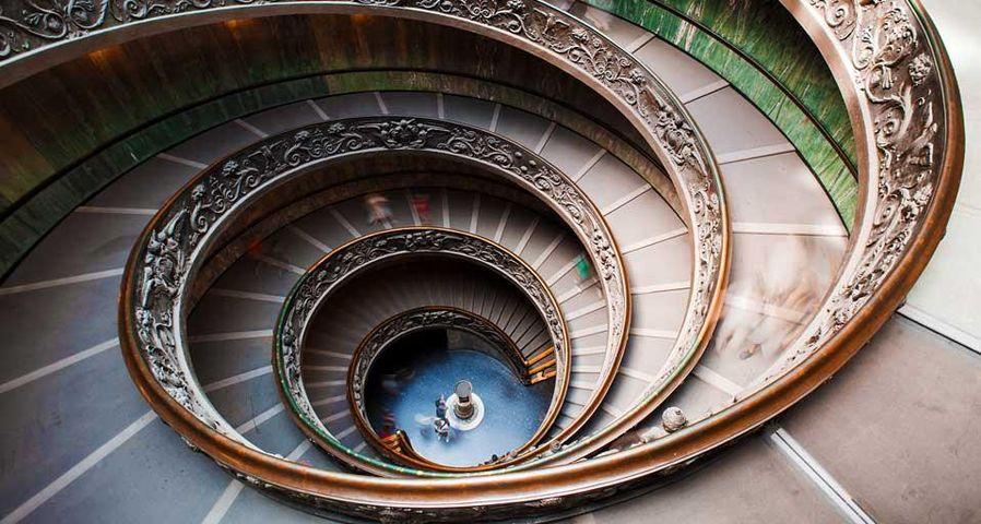 「バチカン美術館の螺旋階段」バチカン市国