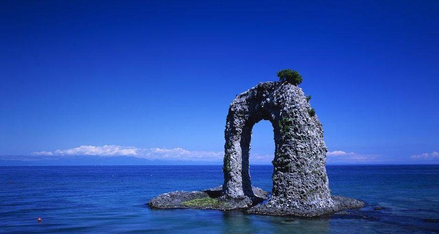 「なべつる岩」北海道, 奥尻島