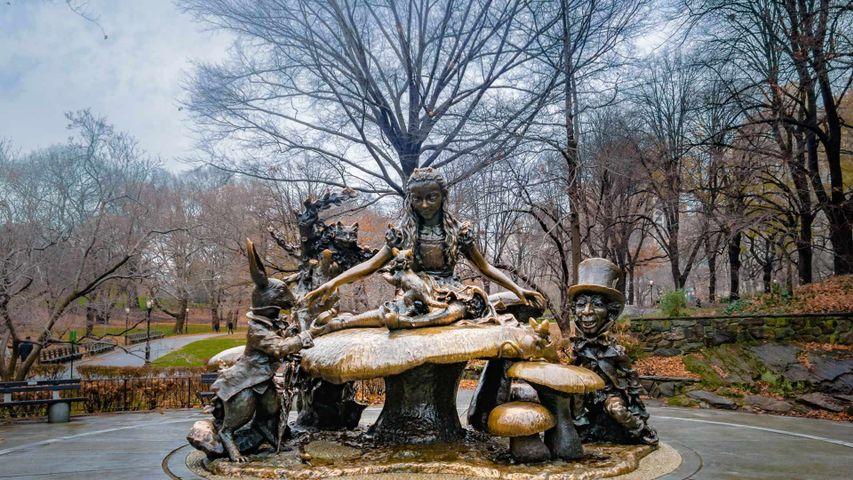 「不思議の国のアリスの像」米国ニューヨーク州, セントラルパーク
