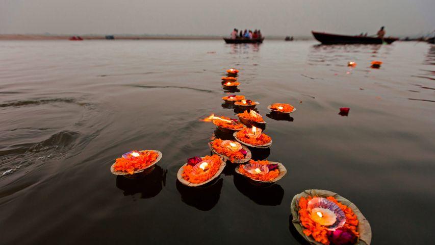 「ガンジス川の灯籠流し」インド, ヴァーラーナシー