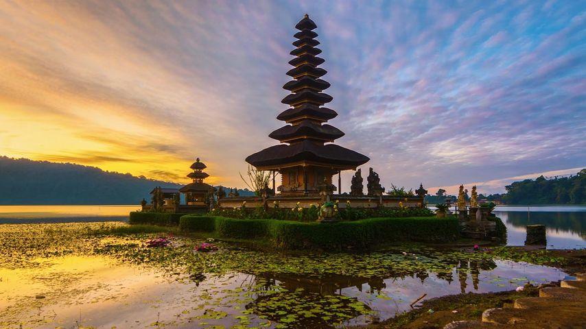 「ウルン・ダヌ・ブラタン寺院」インドネシア, バリ