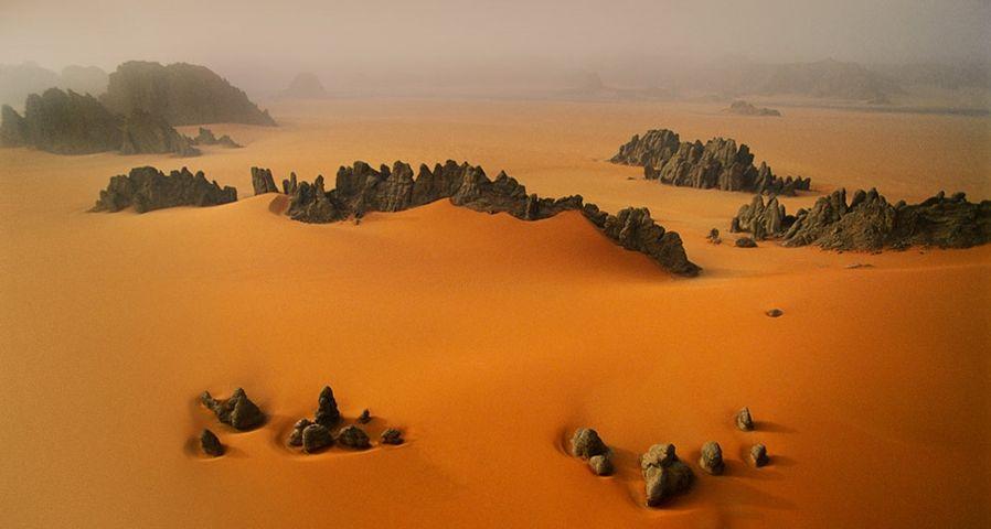「サハラ砂漠の砂岩」チャド
