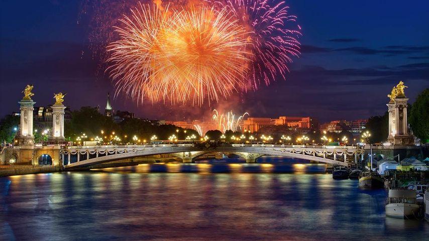 「アレクサンドル3世橋と花火」フランス, パリ