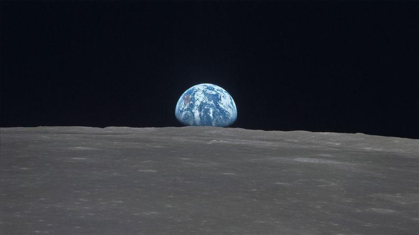 「スミス海に昇る地球」