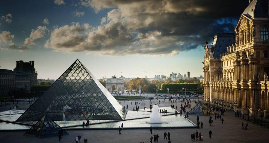 「ルーヴル美術館」フランス, パリ
