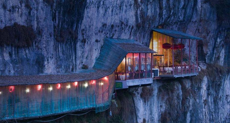 「三游洞の絶壁レストラン」中国, 湖北省
