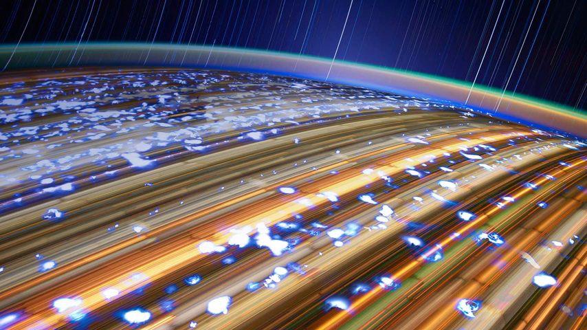 「地球と星の軌跡」国際宇宙ステーション
