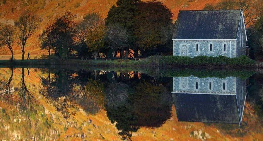 「聖フィンバー礼拝堂とゴーゲンバラ湖」アイルランド, コーク