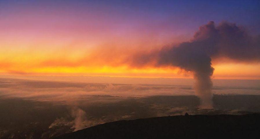 「キラウエア火山の夕陽」アメリカ, ハワイ