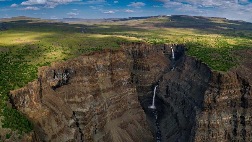 「プトラナ台地の滝」ロシア