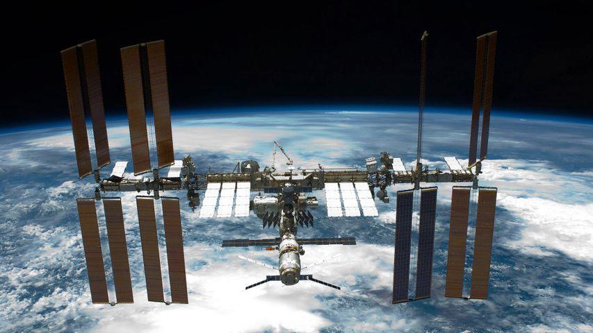 「エンデバーから見た国際宇宙ステーション」