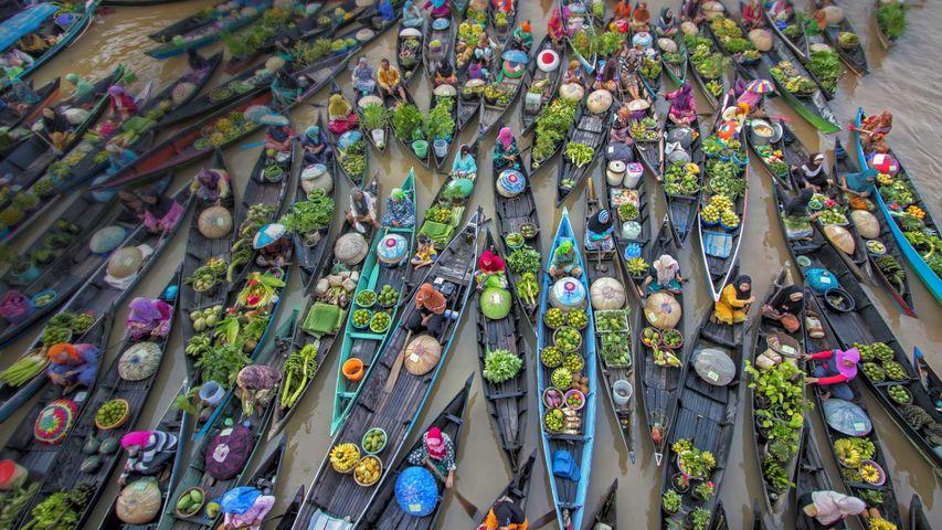 「ロック・バインタンの水上マーケット」インドネシア, ボルネオ島