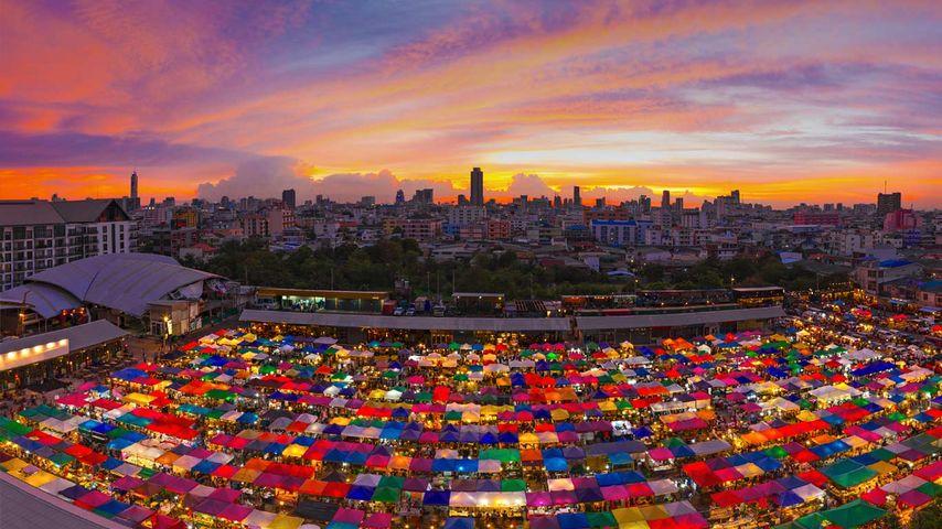 「ラチャダー・ナイトマーケット」タイ, バンコク