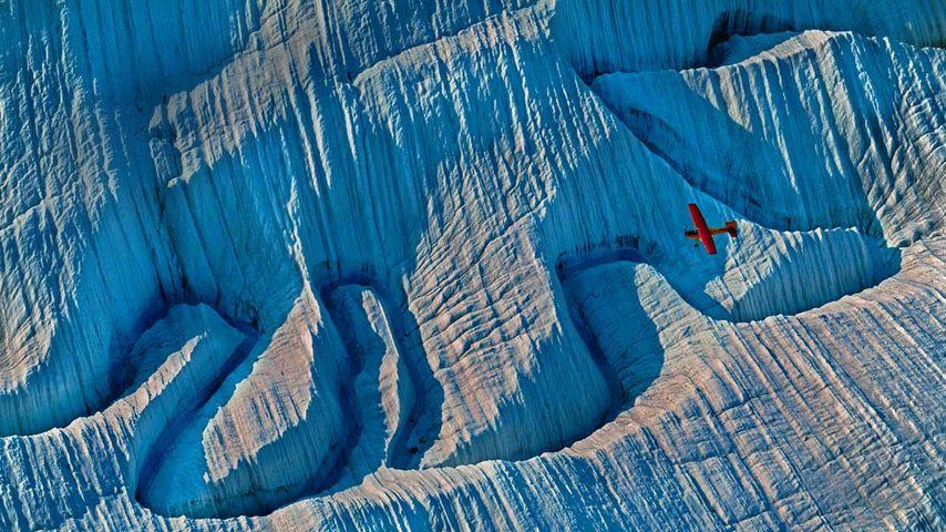 「氷河を飛ぶ飛行機」アラスカ, ランゲル・セントイライアス国立公園