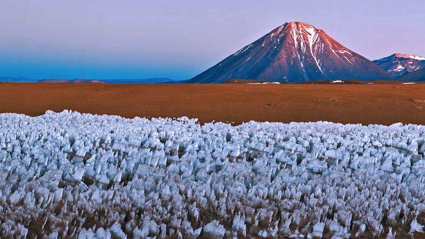 「リカンカブール山」チリ・ボリビア国境