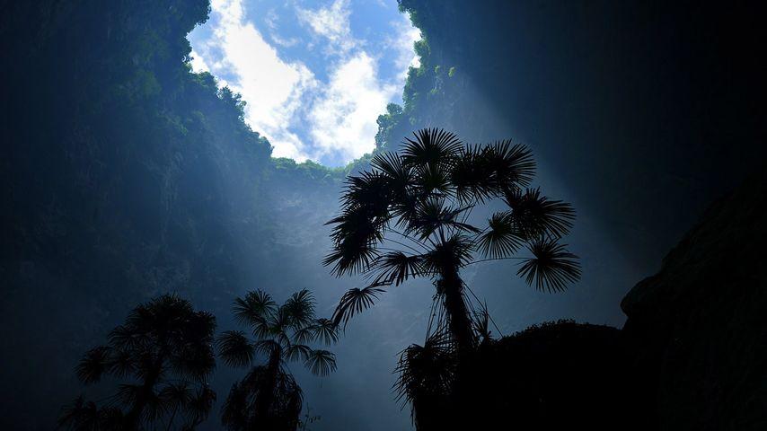 「宣恩県の天坑」中国, 湖北省