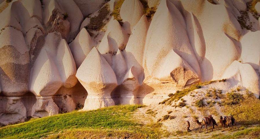 「ウチヒサールの侵食岩」トルコ, カッパドキア