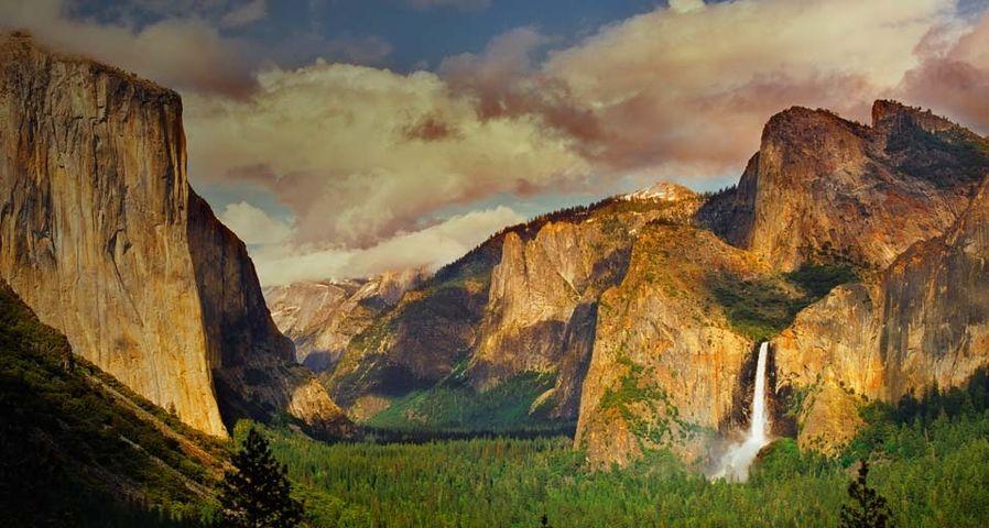 「ブライダルベール滝」アメリカ, カリフォルニア州, ヨセミテ国立公園