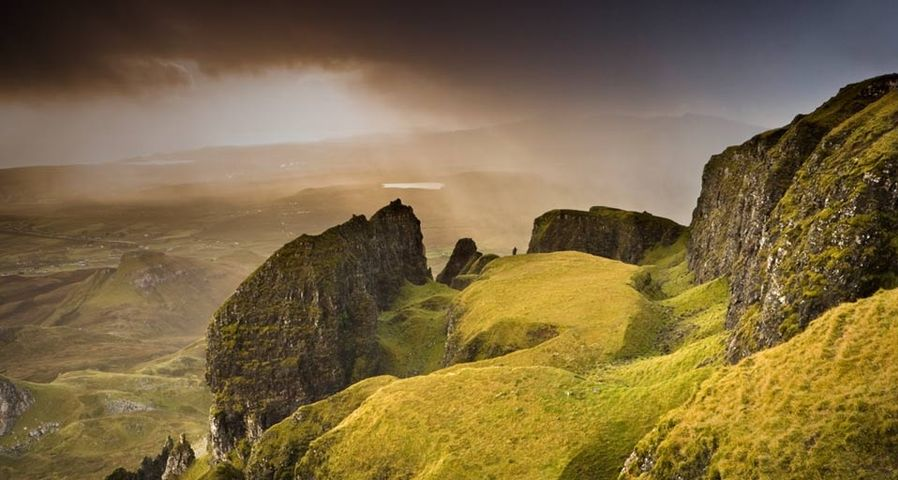 「クイアイング山」イギリス, スコットランド, スカイ島