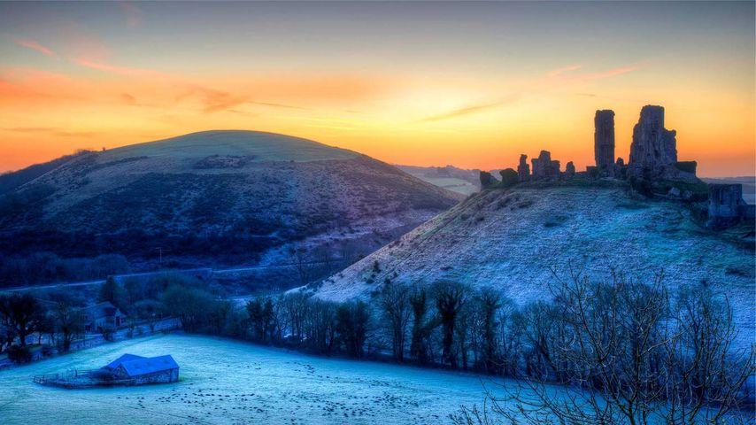 「朝焼けとコーフ城」イギリス, ドーセット州