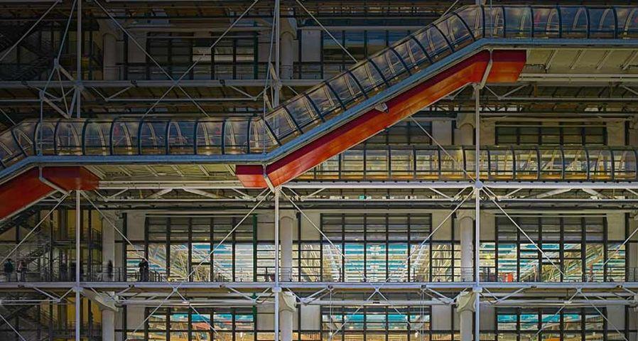 「ポンピドゥー・センターのエスカレーター」フランス, パリ