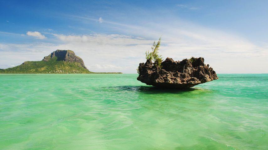 「ル・モーン・ブラバンとサンゴの小島」モーリシャス共和国
