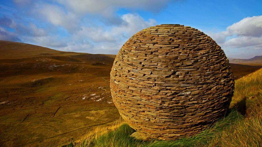 「ノッカン・ クラッグの彫刻」イギリス, スコットランド