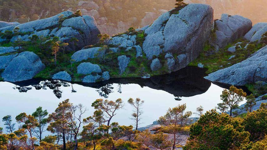 「スラ島」ノルウェー, ソグン・オ・フィヨーラネ県