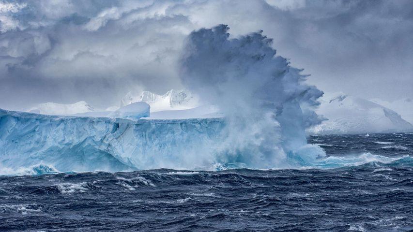 「棚氷の崩落」南極