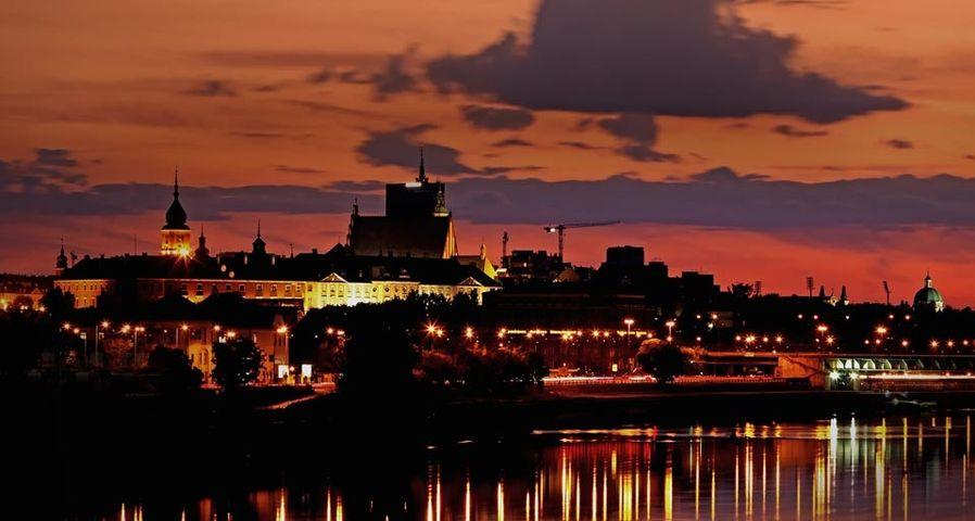 「夕暮れのワルシャワ旧市街」ポーランド, ワルシャワ