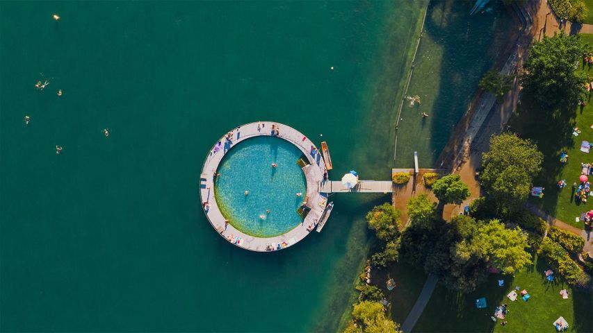 「チューリッヒ湖の公共プール」スイス
